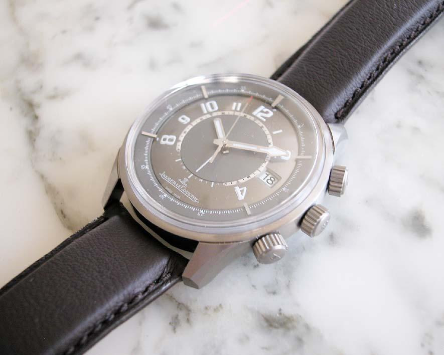 Bonjour, je voudrais une montre à offrir à mon mari Jlc_amvox1